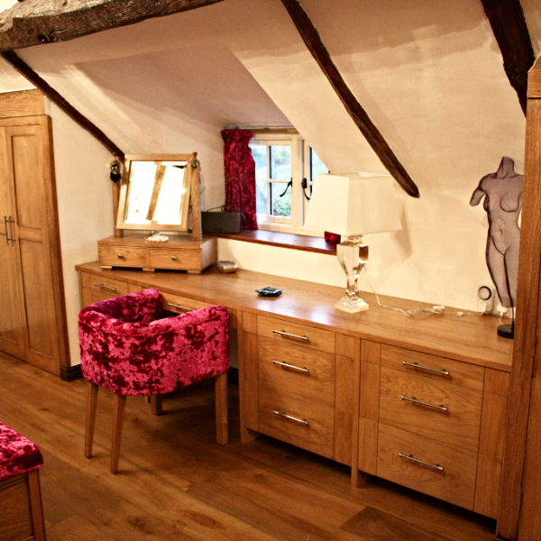 17th Century Thatched Cottage Bedroom, Appleton.